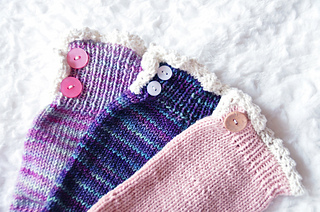 Young_at_heart_cable_knit_socks_with_lace_trim_cuff_detail_small2