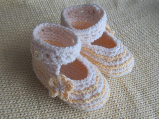 Yellow_booties_with_buttons_small2