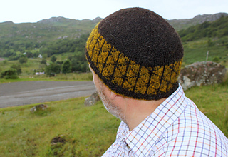 Uist_hat_gold_and_black_small2