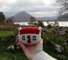 House_in_hand_mountain_background_small