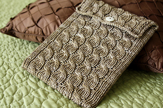 Cabled_ipad_sleeve_1_small2