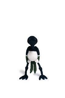 Crochet_magpie_bird_pattern_menagerie_small2