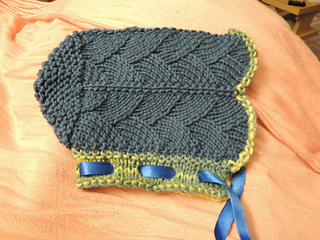 Peacock_bonnet_small2