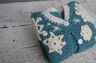 16-snowflake-baby-sweater-crochet02_small2