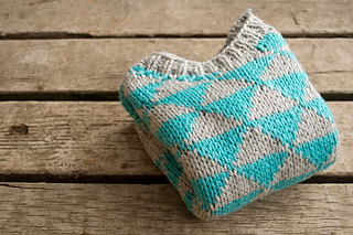 Triangles-baby-sweater-pattern_small2