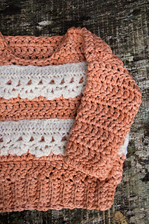 Hairpin-lace-baby-sweater_small2