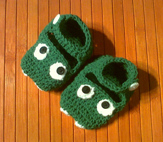 Green_monster_booties1_photo0964_small2
