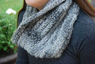 5-star-crocheted-cowl-by-jeanne-steinhilber-2_small2