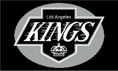 La_kings_charted_throw_medium