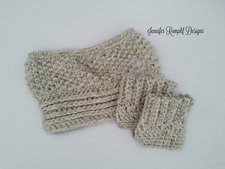 Annelise_cowl_snow_small2