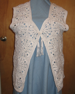 Lacy_motif_vest_pic1_small2