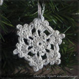 Christmas-tree-decoration-crochet-snowflake-free-pattern_small2