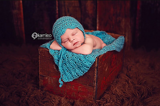 Blue_bonnet_and_blanket_small2