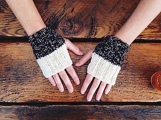 Whichaway_mitts_natural_top_small2