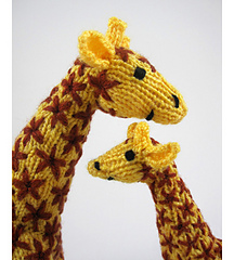 Knitted_giraffe_mother_and_baby_heads_small