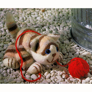 Knitted_tabby_cat_small2