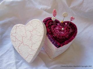 Red_heart_pincushion_2_small2