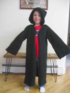Wizard_robe_on_happy_5yr_old_small2