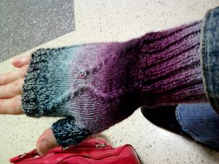 Fingerless gloves poe