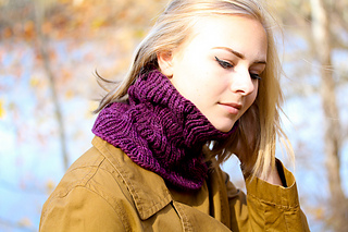 Laura_cowl_last_look_the_knitting_vortex_small2