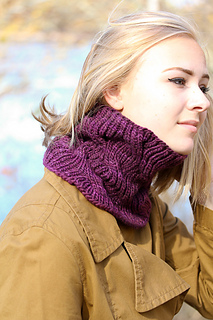 Laura_cowl_the_knitting_vortex_small2