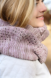 Yoli_cowl_project_detail_the_knitting_vortex_small2