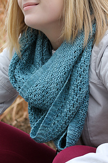 Yoli_loop_closeup_the_knitting_vortex_small2