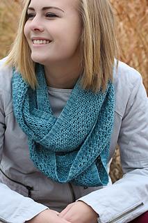 Yoli_loop_the_knitting_vortex_small2