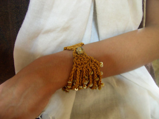 Bead-ch-bracelet-wear_small2