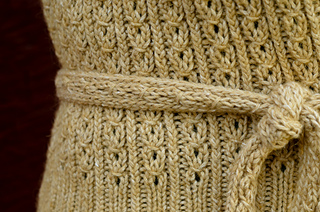All_in_a_row_detail_tie_small2