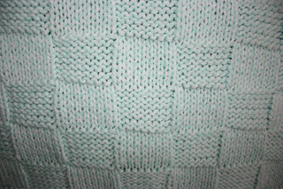 Mary_maxim_baby_blanket_-_close_up_small2