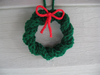 Ravelry: Knitted Christmas Wreath Ornament pattern by Barbara Breiter