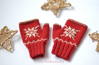 Snowflake_mitts_knitting_pattern_by_linda_whaley_small2