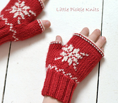 Snowflake_fingerless_mittens_knitting_pattern_linda_whaley_small