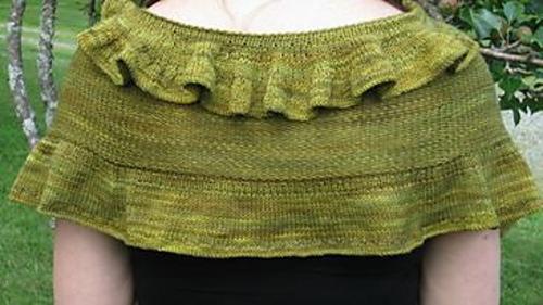 Crescent_shawl_back_medium