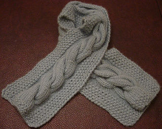 Cashmere_cabled_scarf_for_mom_small2