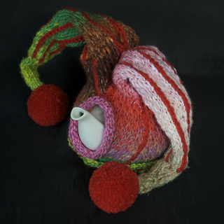 Jester_red_tea_cosy_1_small2