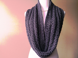 Grey_coco_s_pearls_cowl_001_small2