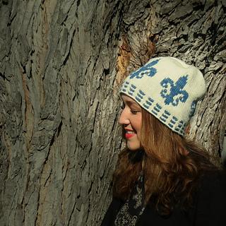 Laura_in_hats_005_spotlight_small2