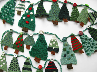 Ravelry: Christmas Tree Advent Garland pattern by Linda Regel