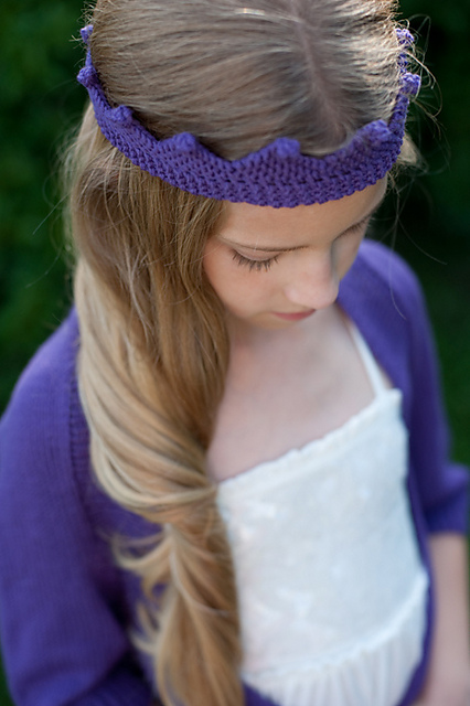 Free knitting patterns: crown by Dani Sunshine