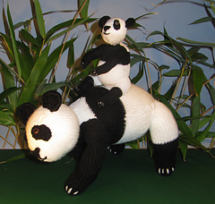 Panda_and_baby7_small