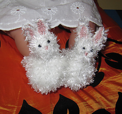 Baby_fluffy_bunny_boots_knitting_pattern_by_madmonkeyknits2_small