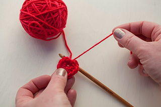 Tiny-crocheted-hearts-step-8_small2