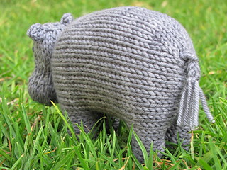 Hippo_knitting_pattern__harriet_small2