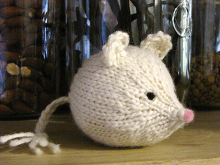 Knitted_mouse_small2