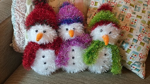 Ravelry: tinsel snowman pattern by King Cole Ltd