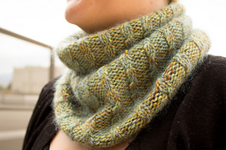 Merino_dk_and_db_angel_peavine_hat_and_cowl_kristen__2__small2