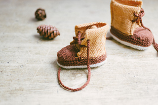 Quince-co-baby-duck-booties-meagan-anderson-knitting-pattern-finch-chickadee-5_small2