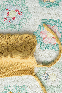 Quince-co-aziza-melissa-labarre-knitting-pattern-lark-2_small2